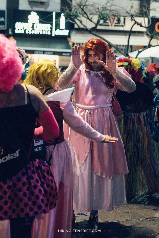 мужчины на карнавале тенерифе