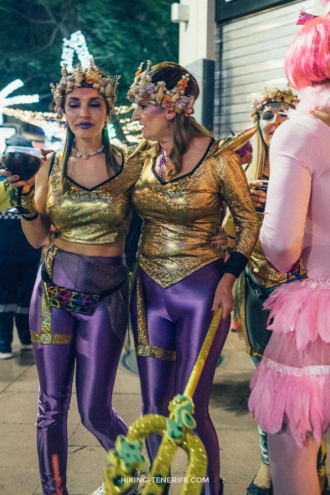 женщины на карнавале испания