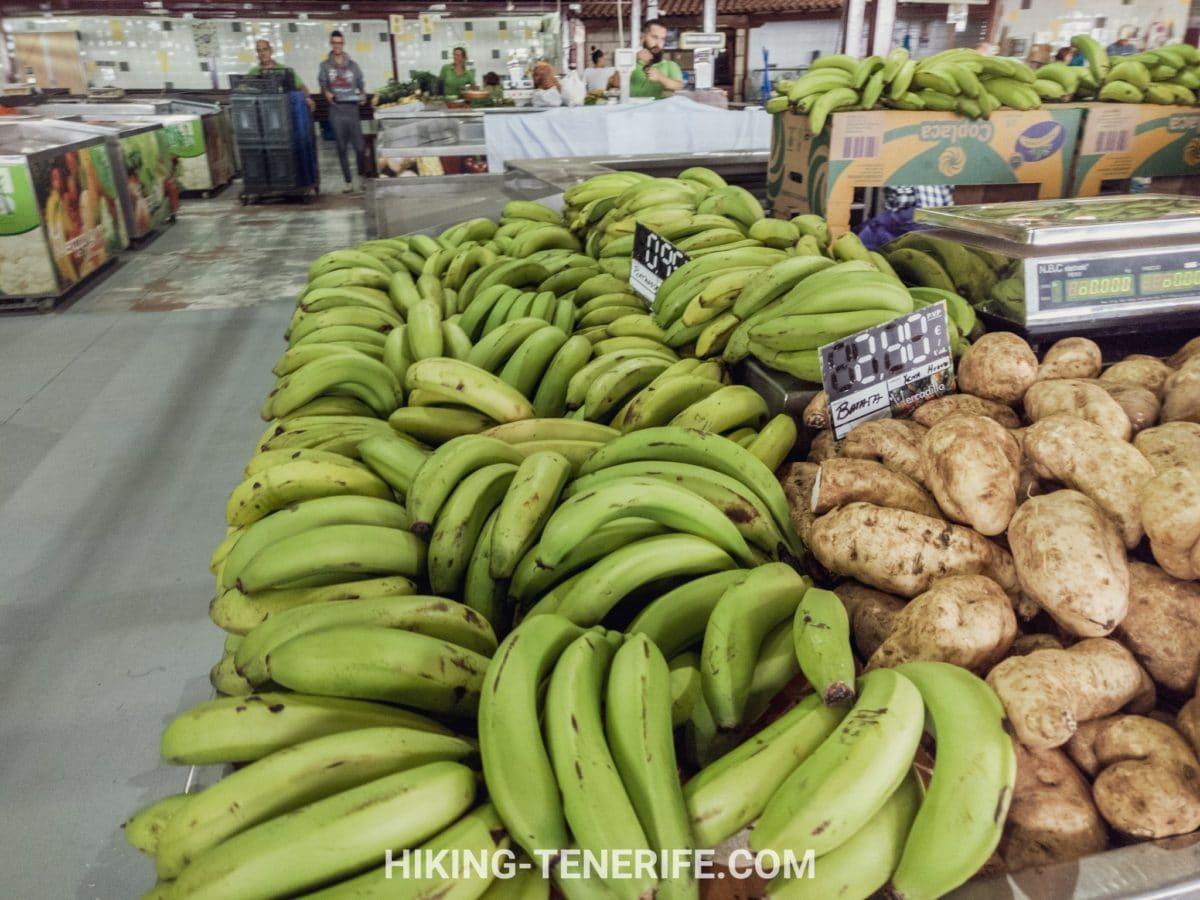 фрукты на рынке Тенерифе