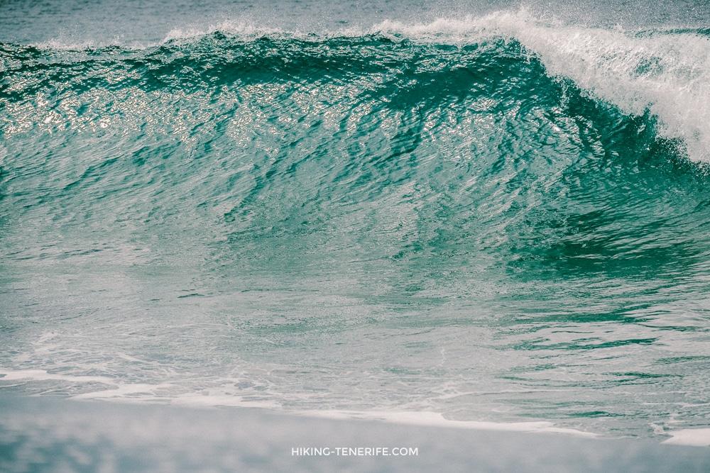 огромные волны Тенерифе