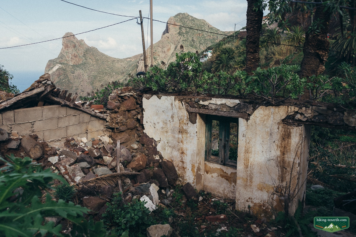 рядом с деревней маска на тенерифе