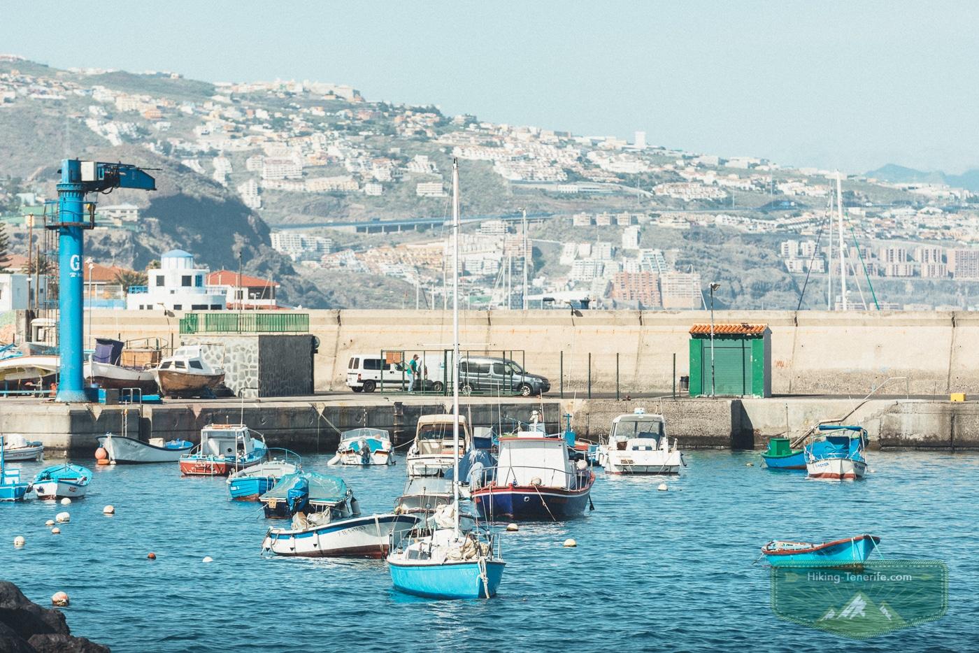 рыбацкие лодки в Канделярии на Тенерифе